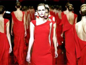 платье красного цаета