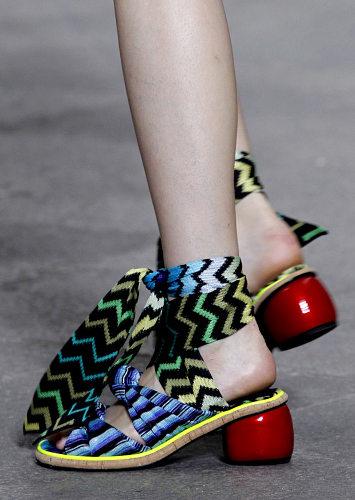 modnaya-obuv-vesna-leto-2011-11Missoni
