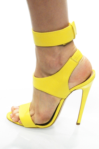 modnaya-obuv-vesna-leto-2011-16_Versace